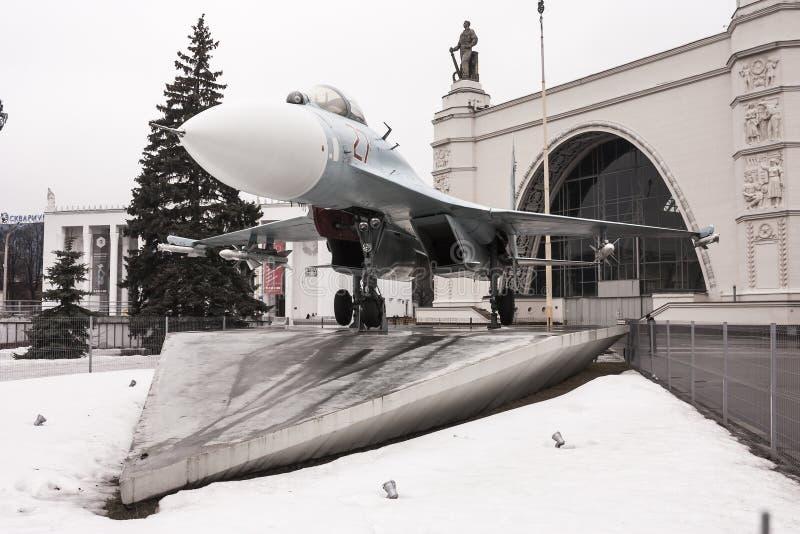 Россия, Москва, все-русский выставочный центр, 12-ое марта 2016 Музей военного оборудования под открытым небом на выставке c стоковое фото
