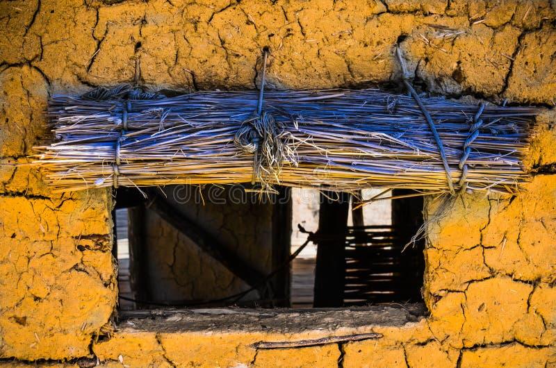 Żółta Borowinowa buda obrazy stock