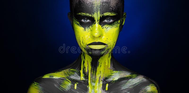 Żółta czarna farby Makeup piękna dziewczyna fotografia stock