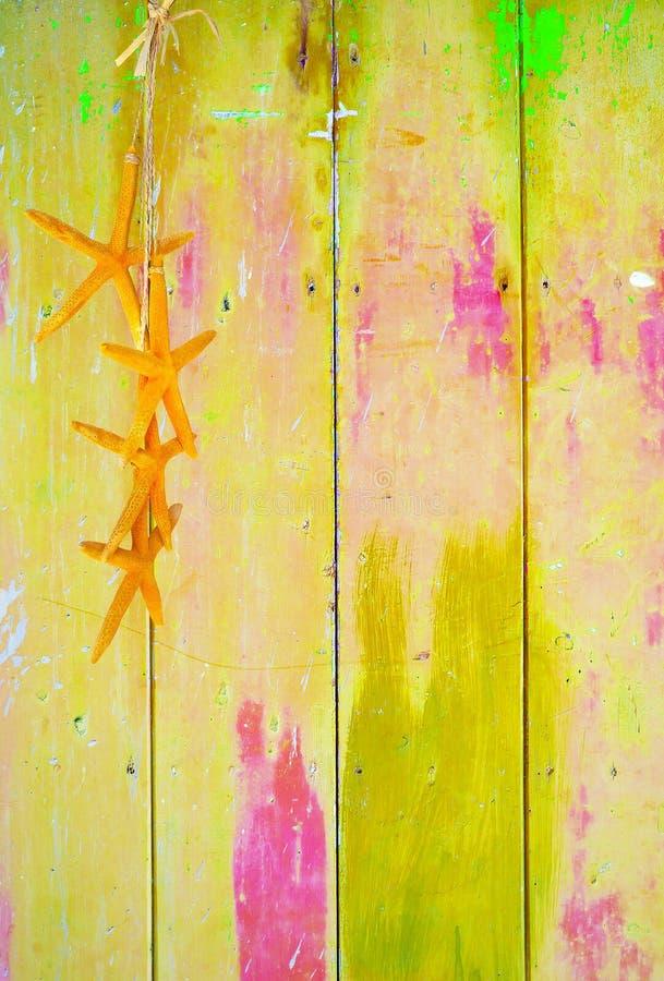 Download Żółta Rozgwiazda Na żółtym Tle Obraz Stock - Obraz złożonej z kolorowy, farba: 57669441