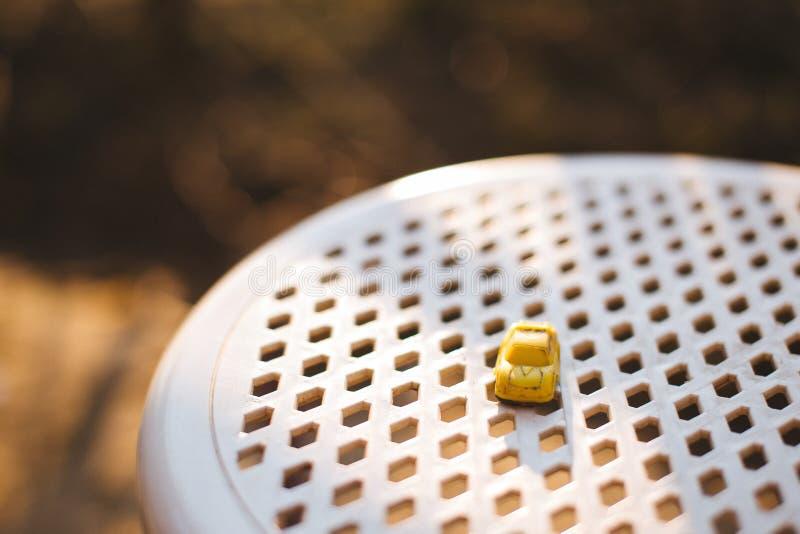 Żółta samochód zabawka zdjęcie royalty free
