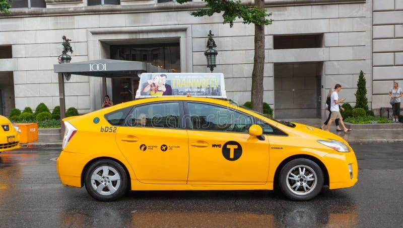 Żółte taksówki w Manhattan w deszczowym dniu obrazy stock