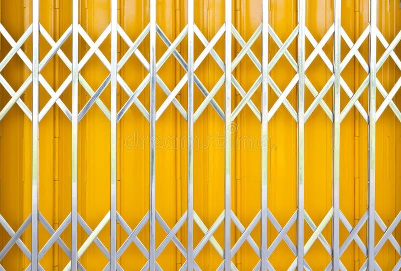Żółtego metalu grille ślizgowy drzwi zdjęcia royalty free