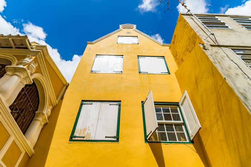 Żółty budynek - Punda Curacao widoki obraz stock