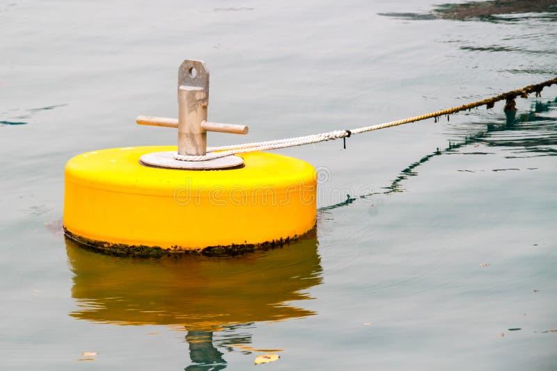 Żółty cumowniczy pociesza zdjęcie royalty free