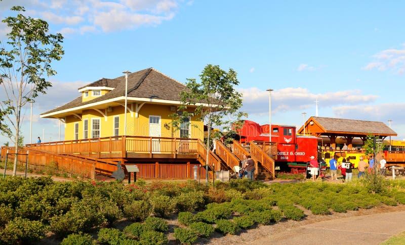Żółty dworca dom Przy odkrycie parkiem Ameryka zdjęcie royalty free