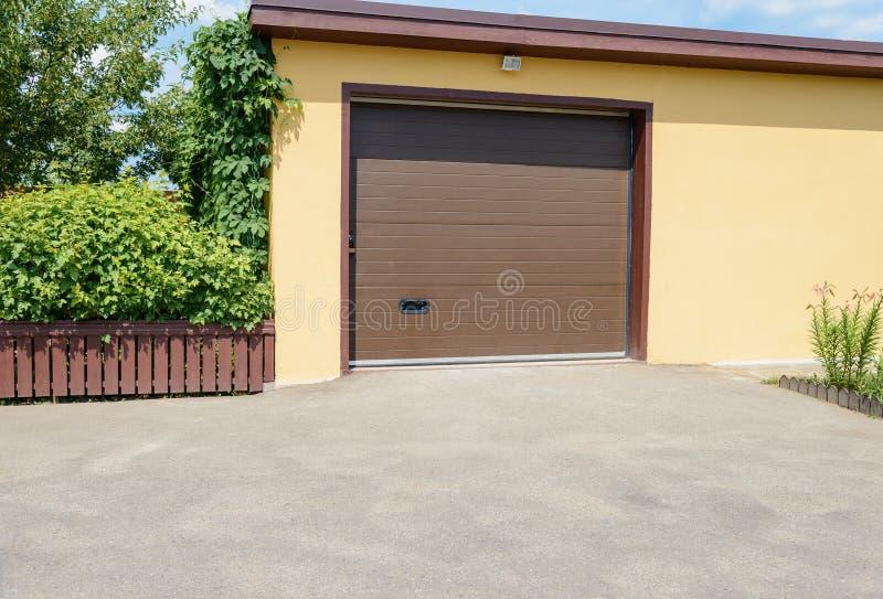 Żółty garaż zdjęcie royalty free