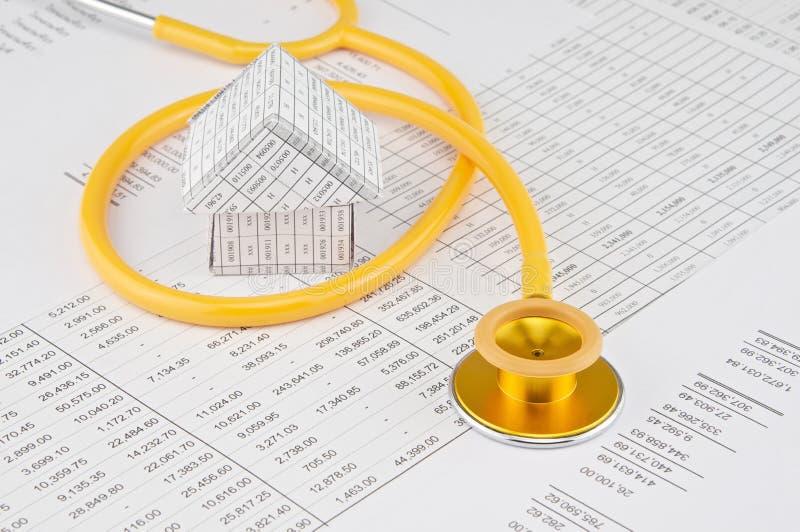 Download Żółty I Złocisty Stetoskop Zwitki Dom Zdjęcie Stock - Obraz złożonej z medyczny, biały: 53776204