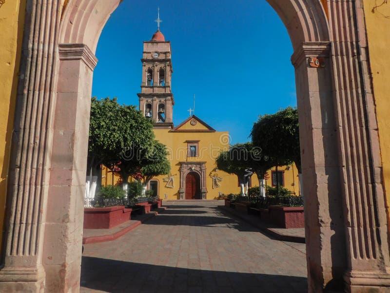Żółty kościoła zdjęcie royalty free