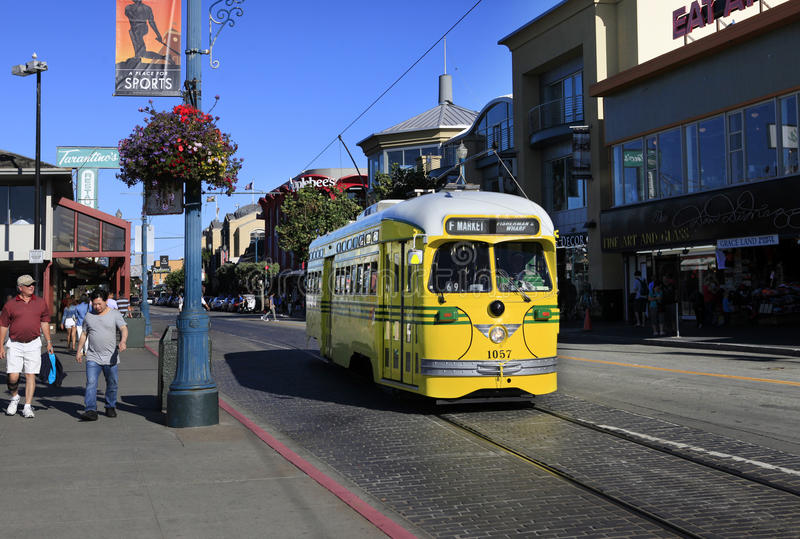 Żółty tramwaj zdjęcie stock