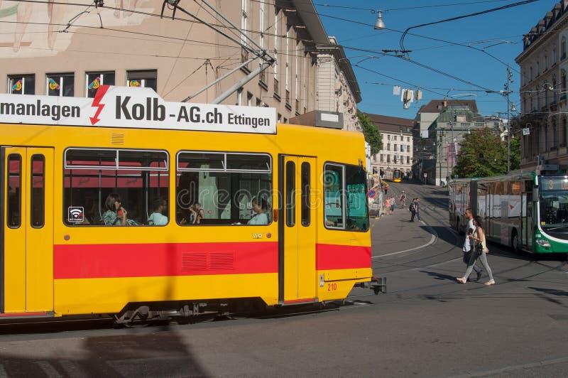 Żółty tramwaj w stree fotografia royalty free