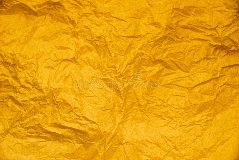 Żółty złoto miął papierowego abstrakt dla tekstury tła royalty ilustracja
