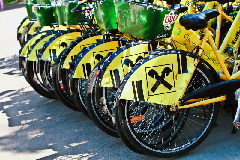 Download Żółci bicykle zdjęcie editorial. Obraz złożonej z rewolucja - 53790666