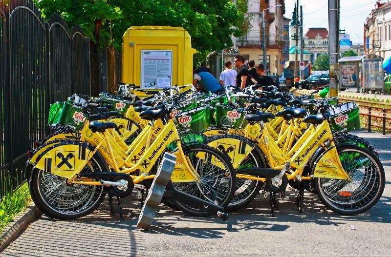 Download Żółci bicykle zdjęcie editorial. Obraz złożonej z droga - 53790751