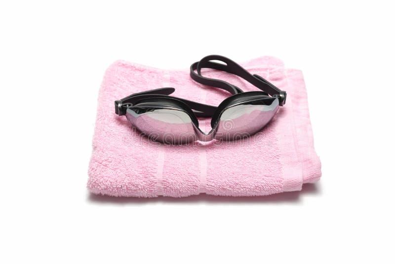 Óculos de proteção de toalha e de natação imagens de stock