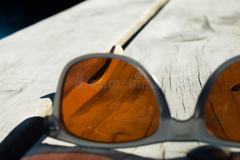 Óculos de sol alaranjados fotos de stock royalty free