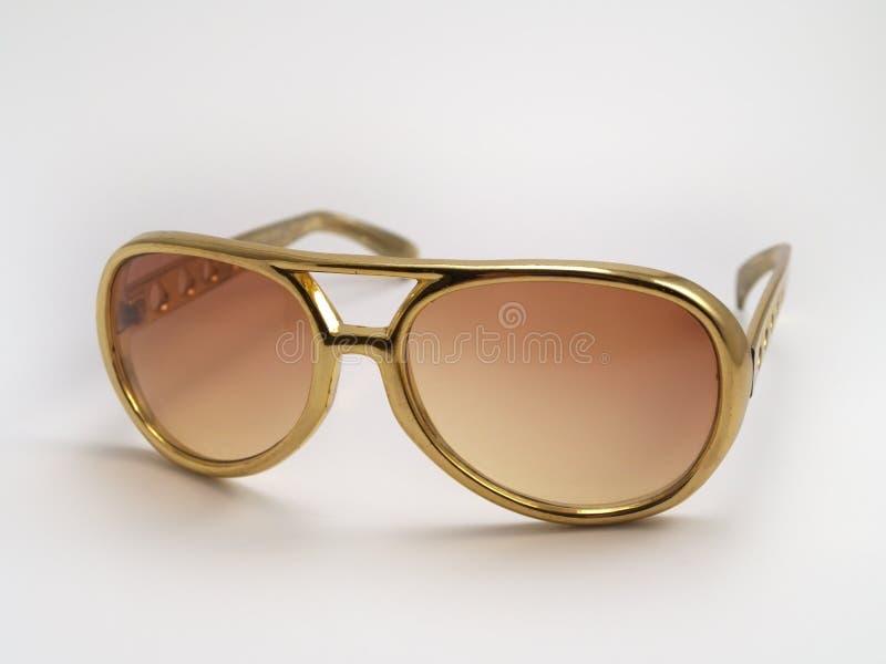 Óculos de sol de Elvis Presley do ouro imagens de stock