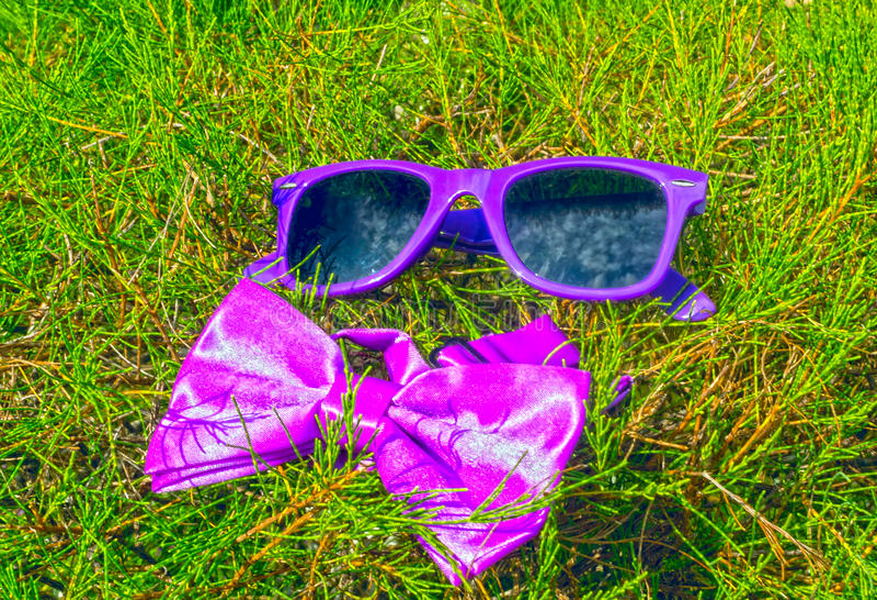 Óculos de sol e laço fotos de stock