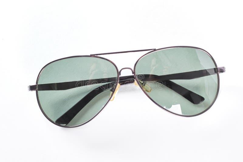 Óculos de sol em uma borda fina do metal imagem de stock royalty free
