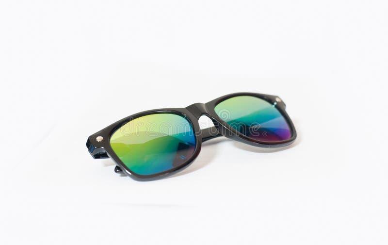 Óculos de sol no fundo branco foto de stock royalty free