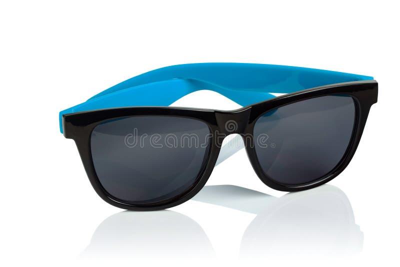 Óculos de sol plásticos no fundo branco imagem de stock royalty free