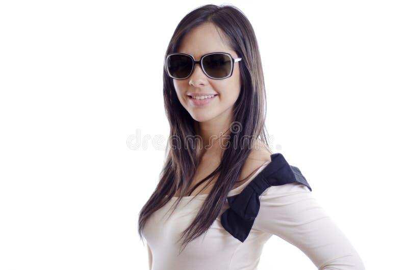 Óculos de sol vestindo da menina bonita fotos de stock
