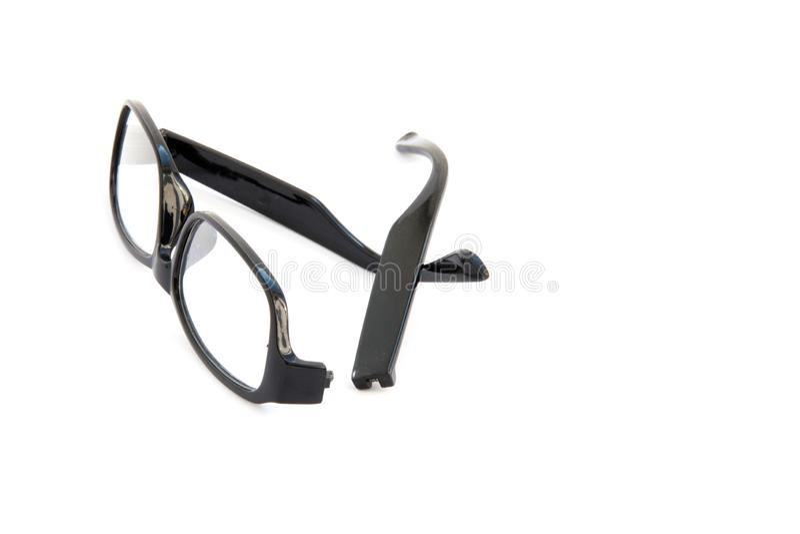 Óculos oculares quebrados, isolados sobre fundo branco Quadro celuloide preto imagens de stock