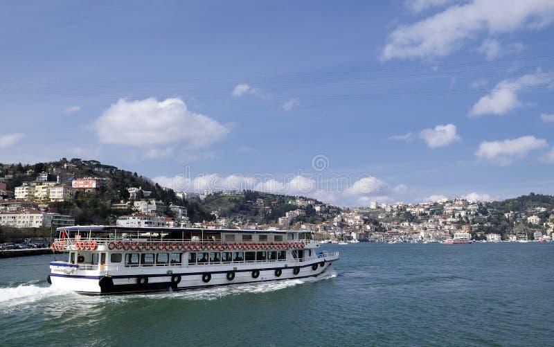 Download łódkowaty bosphorus obraz stock. Obraz złożonej z podróż - 13334465