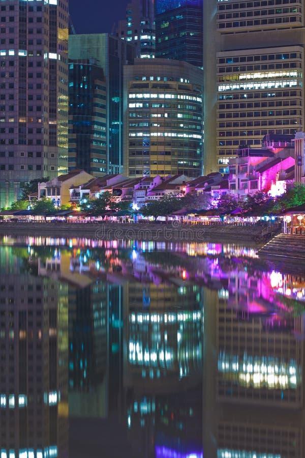 Download łódkowaty quay Singapore zdjęcie stock. Obraz złożonej z odzwierciedlający - 13332398