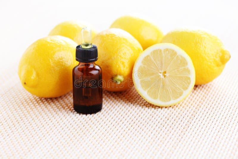 Óleo de limão imagens de stock