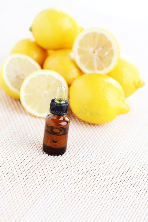 Óleo de limão fotografia de stock royalty free