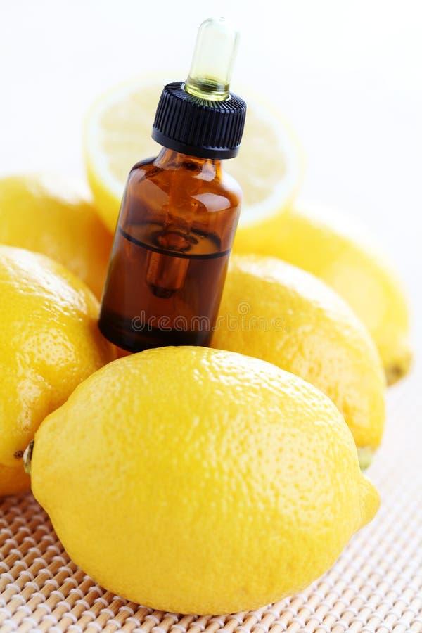 Óleo de limão fotos de stock