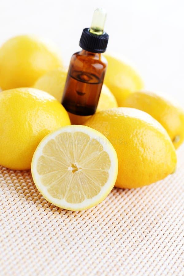 Óleo de limão imagem de stock