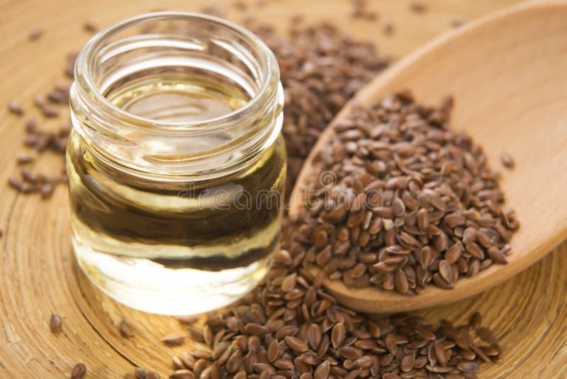 Óleo de linhaça e sementes de linho imagens de stock