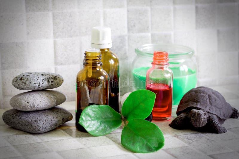 Óleo essencial, óleos para a cara e corpo - conceito dos termas imagens de stock