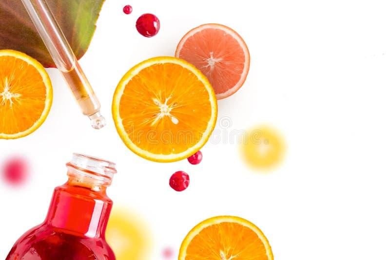 Óleo essencial do citrino, soro da vitamina c, terapia do aroma do cuidado da beleza Cosmético orgânico dos termas com ingredient fotos de stock royalty free