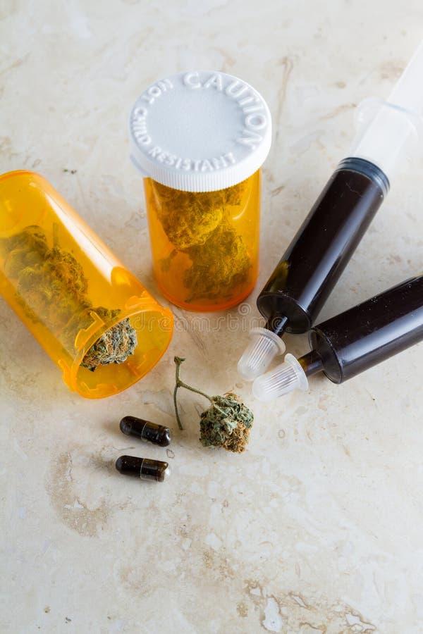 Óleo essencial feito do cannabis medicinal fotos de stock royalty free