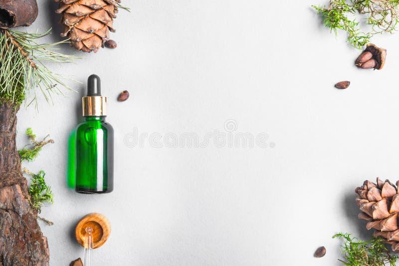 Óleos homeopaticamente, suplementos dietéticos para os cosméticos naturais da saúde intestinal, óleos para cuidados com a pele em foto de stock