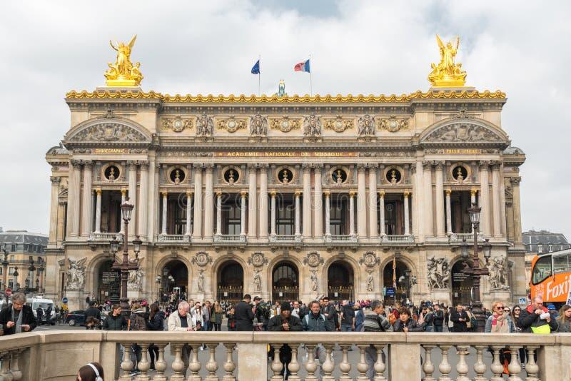 Ópera de nacional París, gran ópera o ópera Garnier en París, Francia Señal de los turistas fotografía de archivo