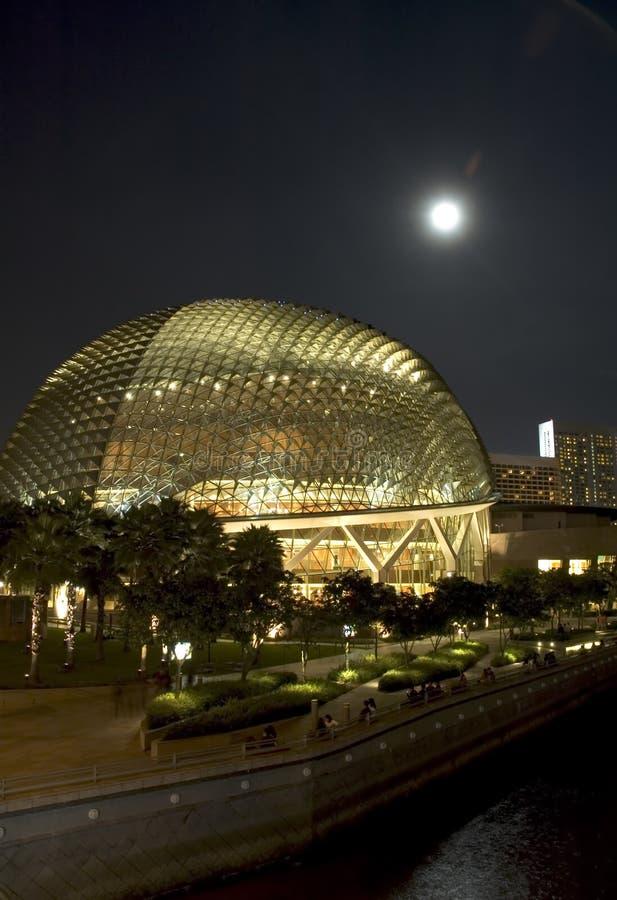 Ópera de Singapore na noite foto de stock royalty free