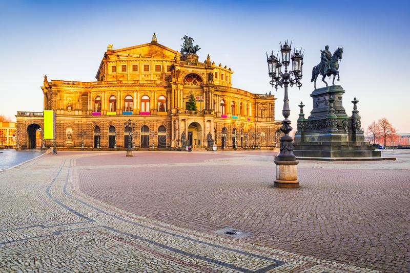 Ópera en Dresden, Sajonia - Alemania imagen de archivo libre de regalías