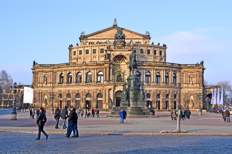 Ópera sajona del estado de Sachsische Staatsoper Dresden del teatro de la ópera de Semperoper aka en Dresden, Alemania, fotos de archivo libres de regalías
