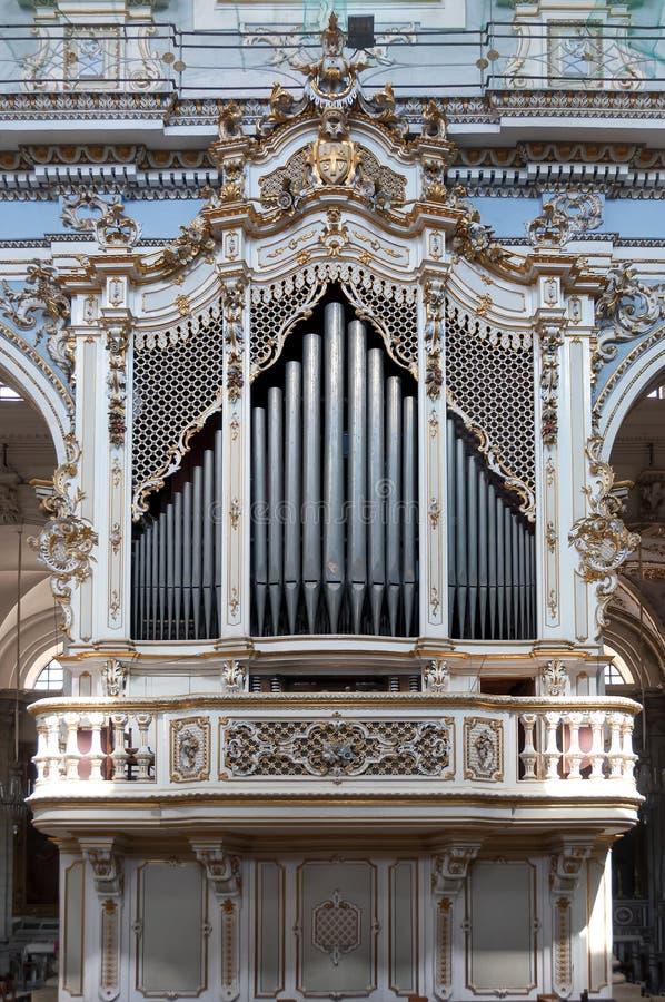Órgão de tubulação dentro de San Giorgio Church, pitadas, Sicília, Itália imagem de stock royalty free