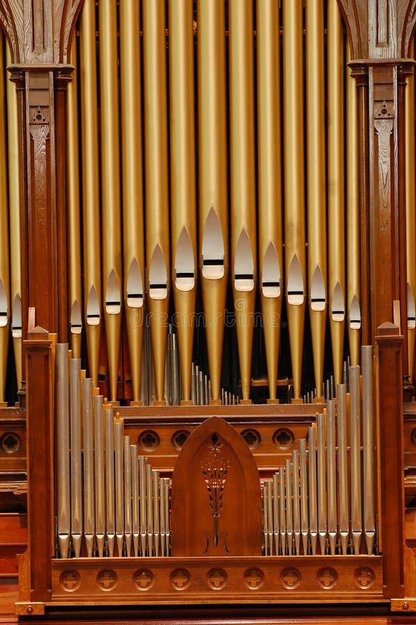 Órgão de tubulação na igreja foto de stock royalty free