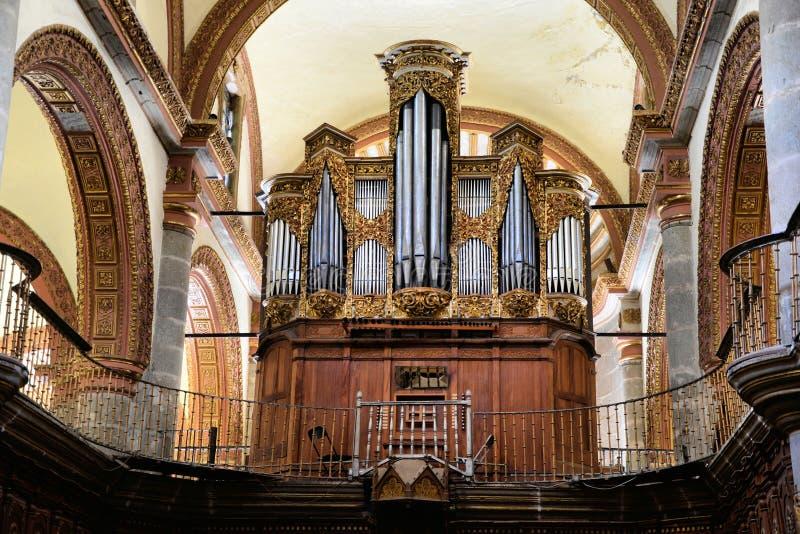 Órgão dentro da igreja de Santo Domingo, Oaxaca foto de stock