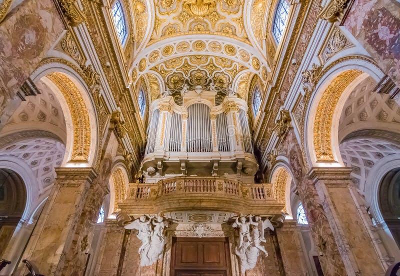 Órgão ornamentado da igreja do dei Francesi de San Luigi em Roma imagens de stock royalty free