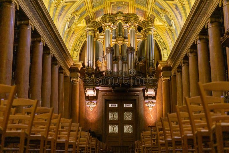 Órgão principal no Saint Pierre da catedral, Rennes França imagens de stock royalty free