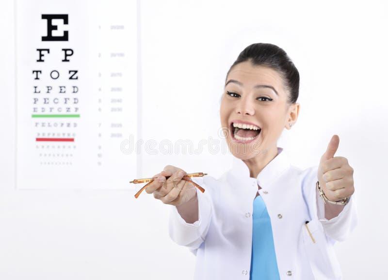 Ótico ou optometrista da mulher fotos de stock
