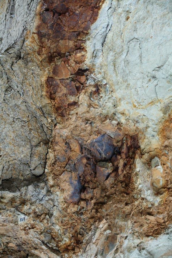 Óxido férrico en la roca fotos de archivo