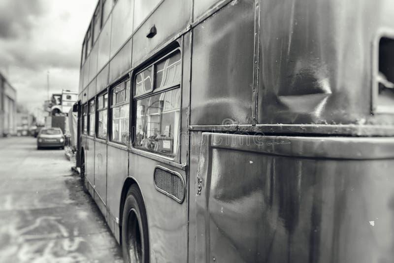Ônibus amolgado do ônibus de dois andares foto de stock royalty free